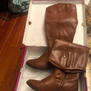 Boots size 7. Brown. Only worn once